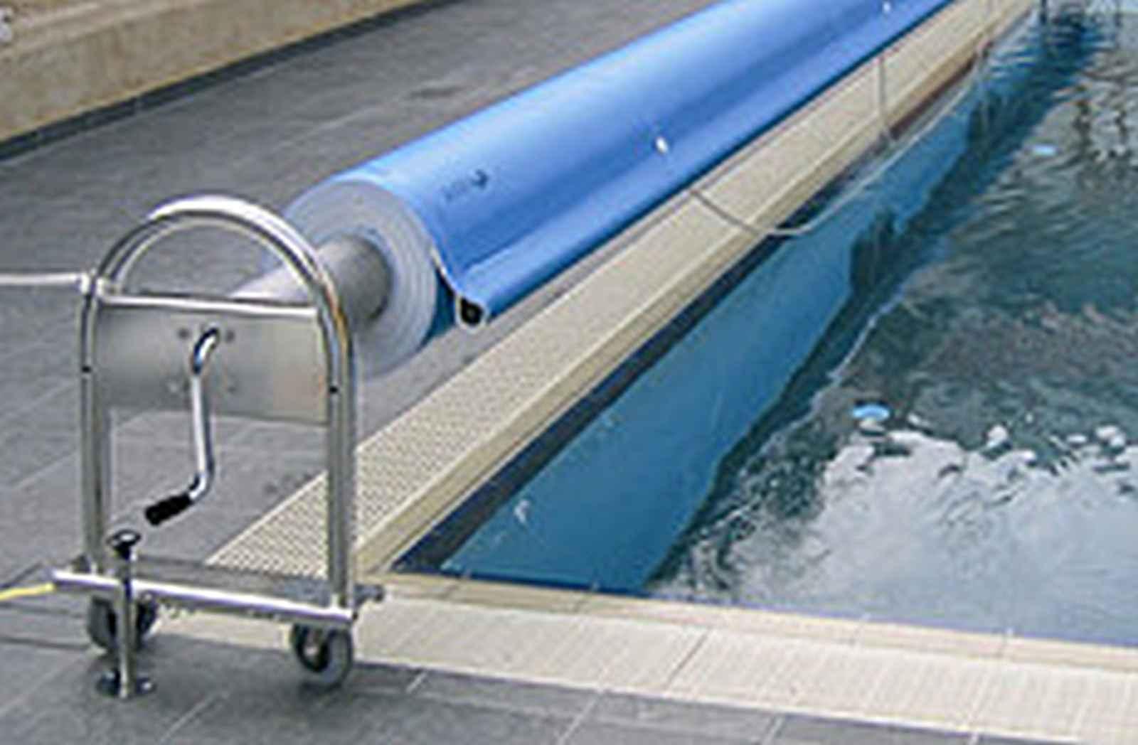 56_Aufrollsystem-Schwimmfolien-Ronda-Fahrbar-3-M